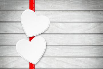 2 Herzen auf Holzhintergrund