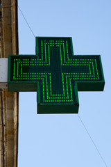 signe en croix verte de pharmacie