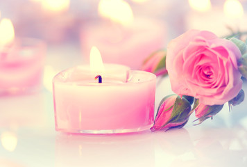 Fotoväggar - Valentine's Day. Pink heart shaped candles and rose flowers