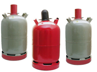 Propangasflaschen (graue Eigentumflasche, rote Mietflasche)