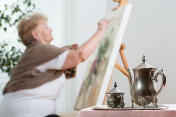 Using easel during painting