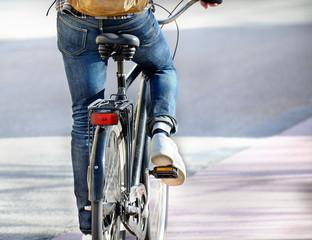 Fototapete - Man on bike on his way home