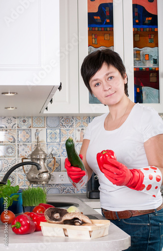 женщина на раковине