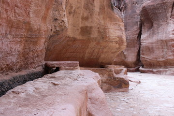 Древний водовод в скалах каньона