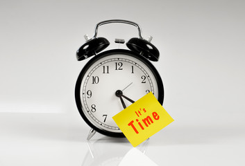 Alarm clock with a yellow note