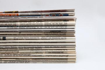 Haufen alter Zeitungen