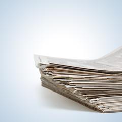 Stapel täglicher Zeitungen