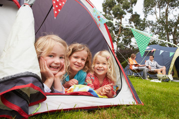 Fotorolgordijn Kamperen Family Enjoying Camping Holiday On Campsite
