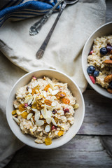 Oatmeal with berries and nuts
