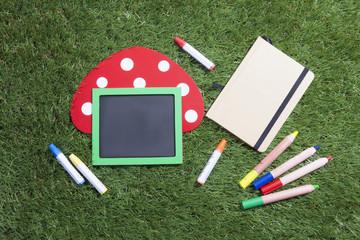 メッセージボードと色鉛筆とメモ帳