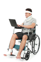 injured bussinessman work on his laptop