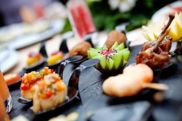 Catering al aire libre. Eventos de comida y celebraciones