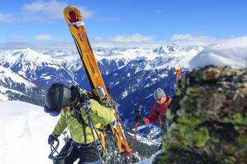 Aufstieg mit Aussicht ins Tal