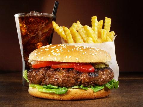 Big Burger - Hamburger mit Pommes Frites