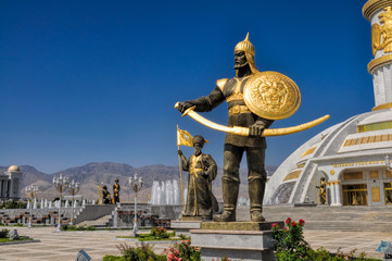 Monument of independence in Ashgabat Fototapete