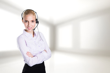 lächelnde Geschäftsfrau mit Headset