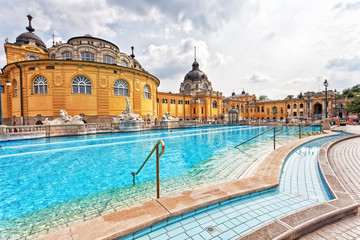 Photo sur Toile Budapest Szechenyi thermal baths in Budapest.