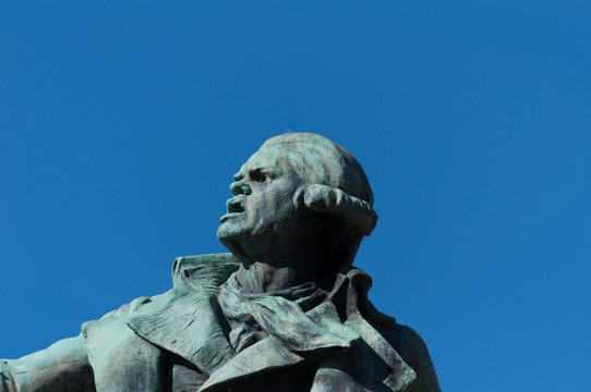 Statue de Danton devant la mairie de Tarbes