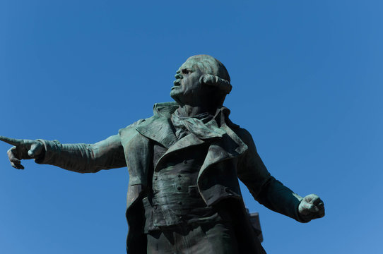 Statue Danton devant la mairie de Tarbes