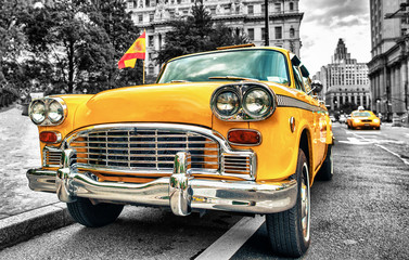 Tuinposter New York TAXI Vintage Yellow Cab in Lower Manhattan - New York City