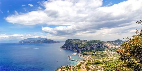 Blick über Capri und die Amalfiküste