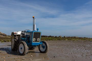 Traktor am Strand