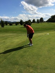 putten auf dem golfplatz