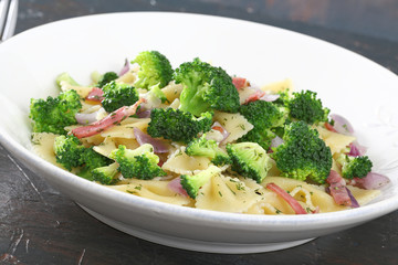 pasta insalata con broccoli e bacon