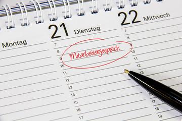 Kalender mit Notiz Mitarbeitergespräch