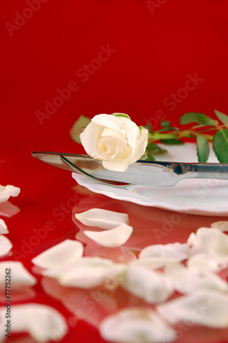 Tischdeko Mit Weissen Rosen Stock Photo And Royalty Free Images On