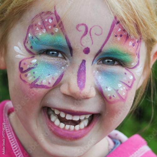 Glckliches kind als schmetterling geschminkt stockfotos und glckliches kind als schmetterling geschminkt thecheapjerseys Images