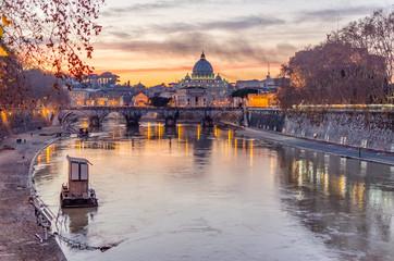 Fond de hotte en verre imprimé Rome Vatican City and Tevere River in Rome at Dusk