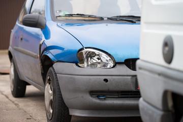 kaputtes Auto nach einem Unfall