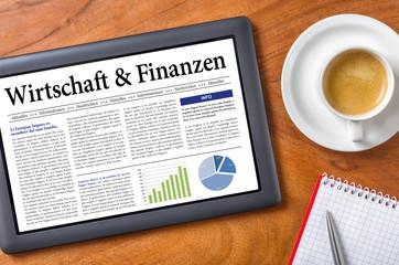 Tablet auf Schreibtisch - Wirtschaft und Finanzen