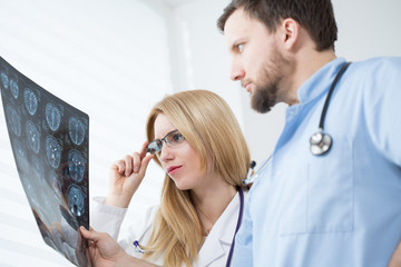 Neurologists reading brain MRI