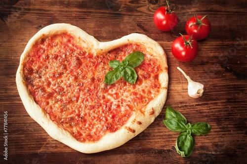 Herz Pizza Stockfotos Und Lizenzfreie Bilder Auf Fotolia Com Bild
