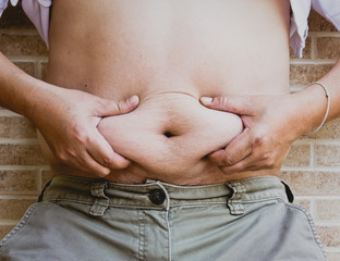squeezing belly fat around belly button