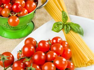 pasta spaghetti tomatoes and basil