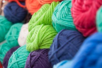 Bunte Wolle zum stricken