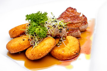 Sirloin with crispy potato and green pepper sauc