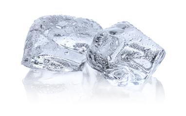 Zwei Eiswürfel mit Reflexion