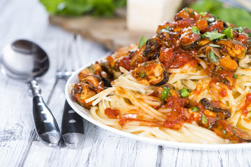 Pasta with Mussels and tomato sauce