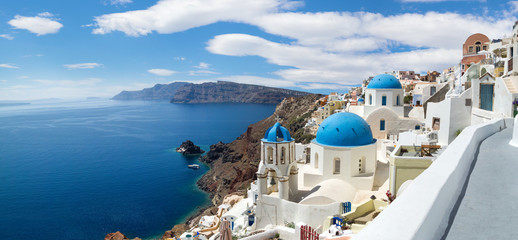 Panoramic view of the Oia village