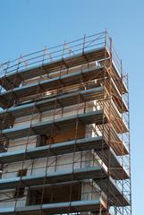 Cantiere edilizio, ponteggi di sicurezza, torre