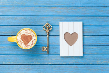 Cappuccino, key and photo frame