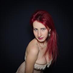 Donna sensuale con seno grande