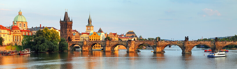 Spoed Fotobehang Praag Panorama of Charles bridge in Prague, Czech republic