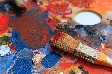 Brush and paint painter