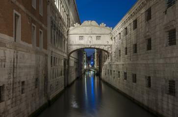 Fototapete - The Bridge of Sighs in Venice, Italy