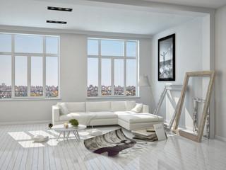 Weißes Wohnzimmer mit Couch und Dekoration
